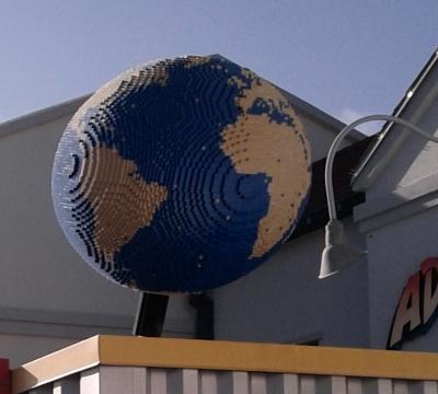 Legloand Globe