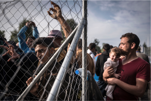 Refugees at Serbian Border:Sergey Ponomarev:NYT