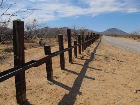 110519_mex_border_fence_mpotter-grid-6x2