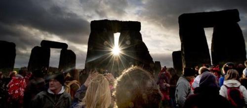 Stonehenge sunrise.png