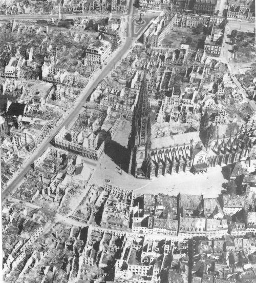 1280px-Luftbild_Freiburg_1944.jpg